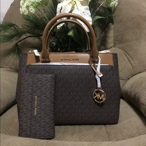 MICHAEL KORS GIBSON LARGE SATCHEL BROWN/ACORN